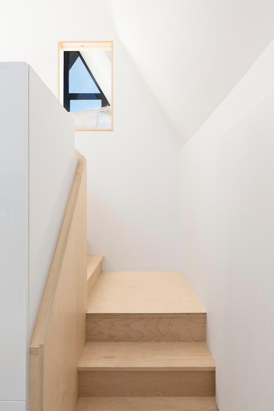 reforma de una casa en la montaña por jean verville (7)