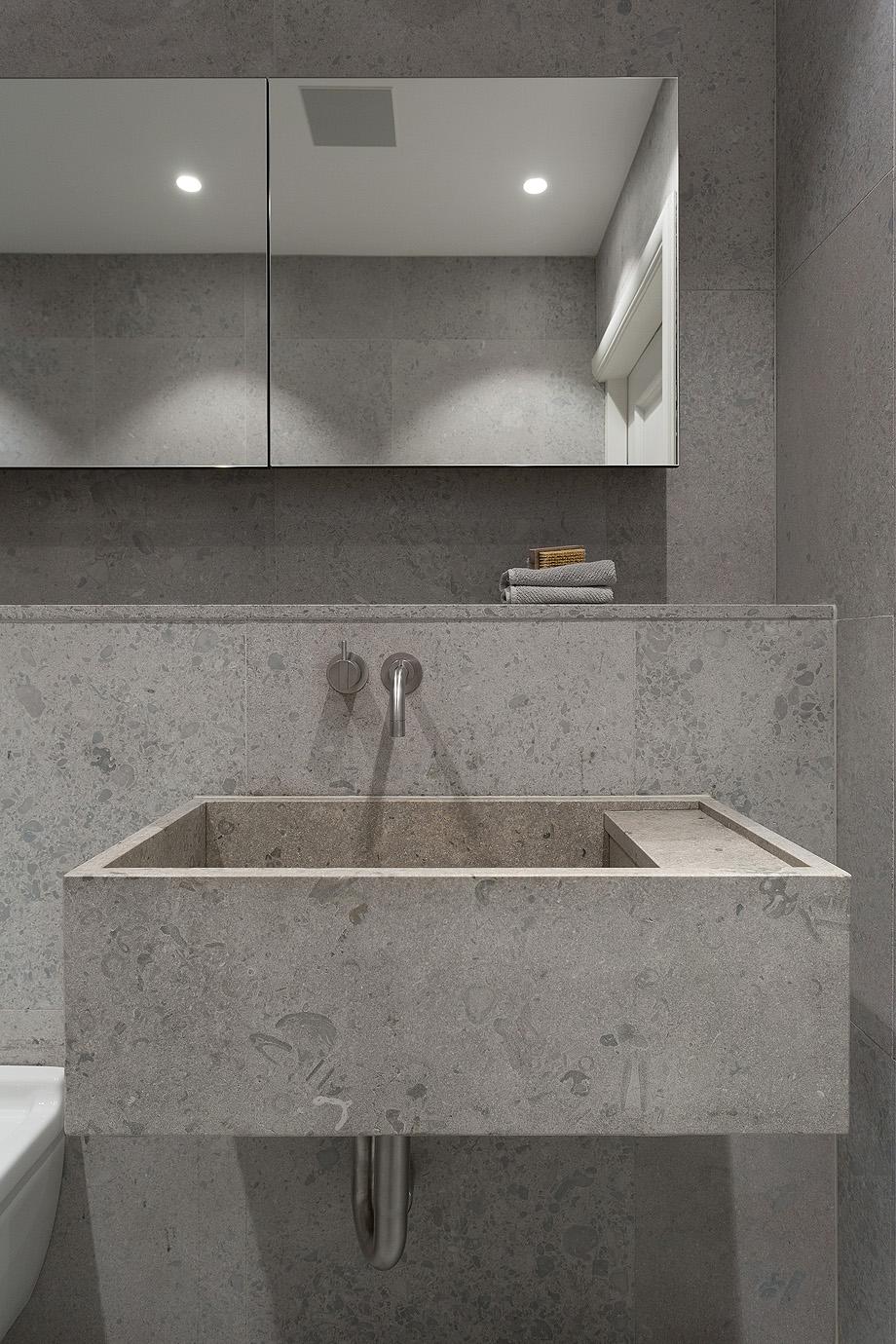 apartamento en gris y oro de richard lindvall (11)