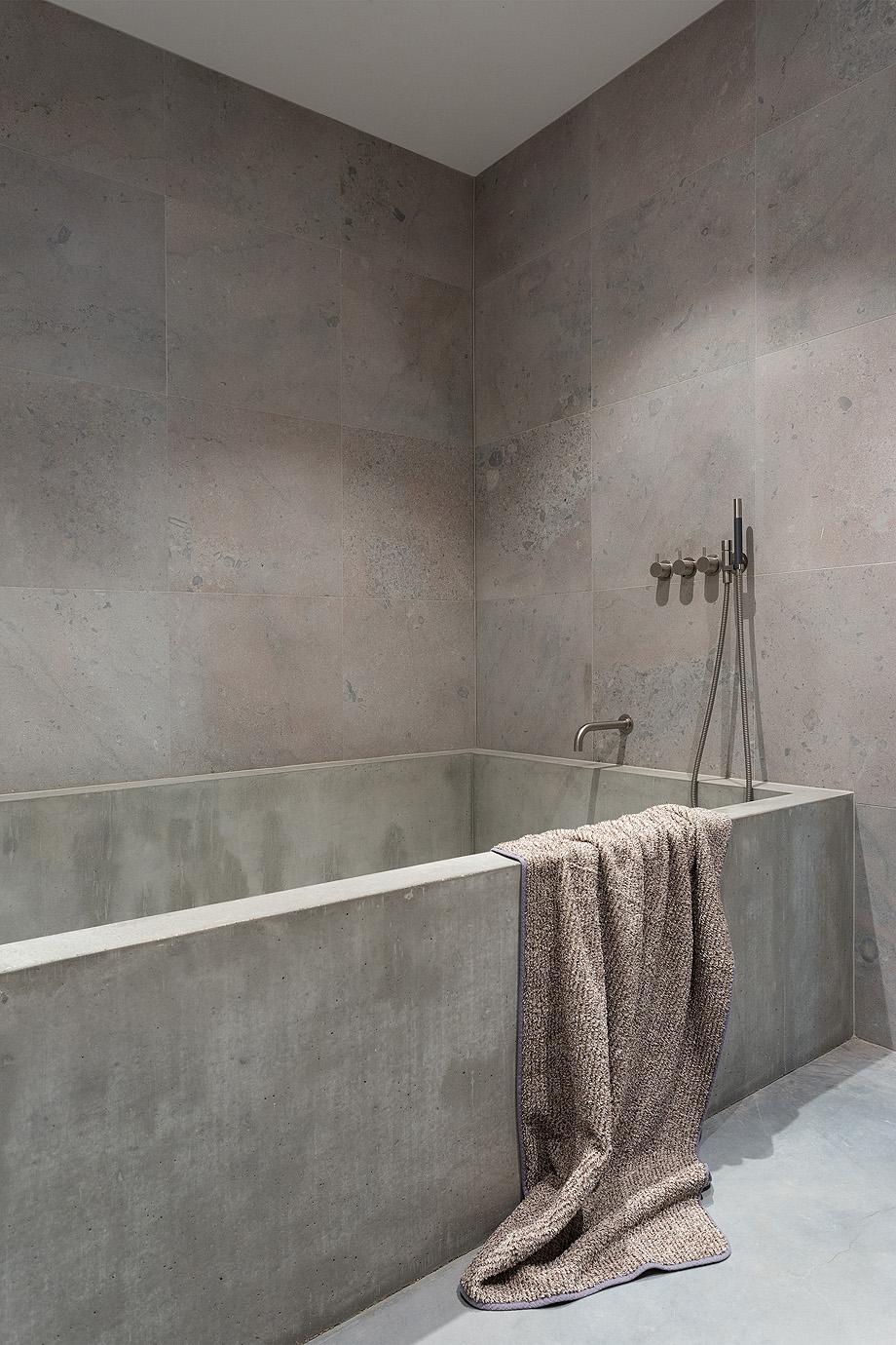 apartamento en gris y oro de richard lindvall (19)