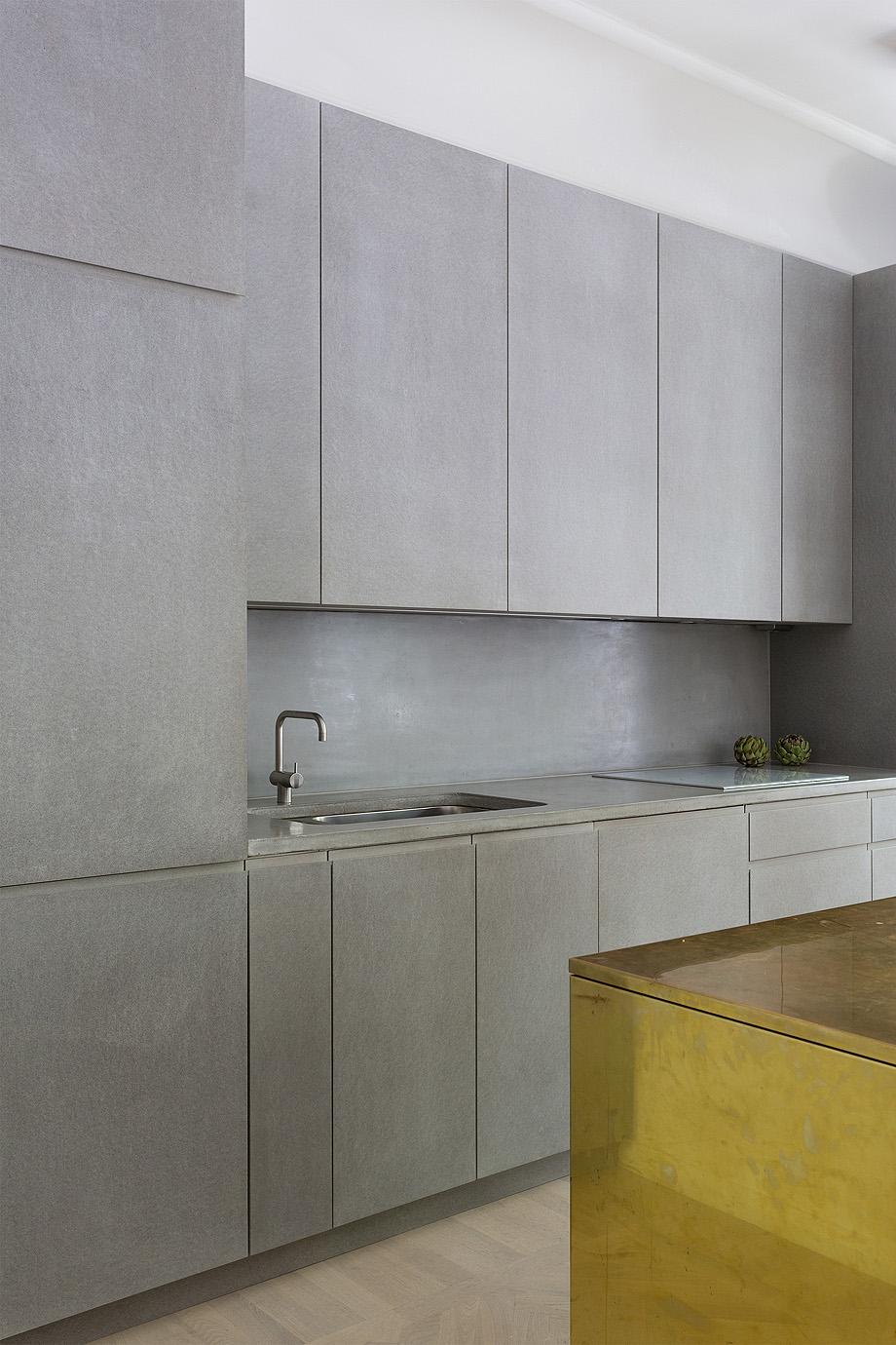 apartamento en gris y oro de richard lindvall (4)