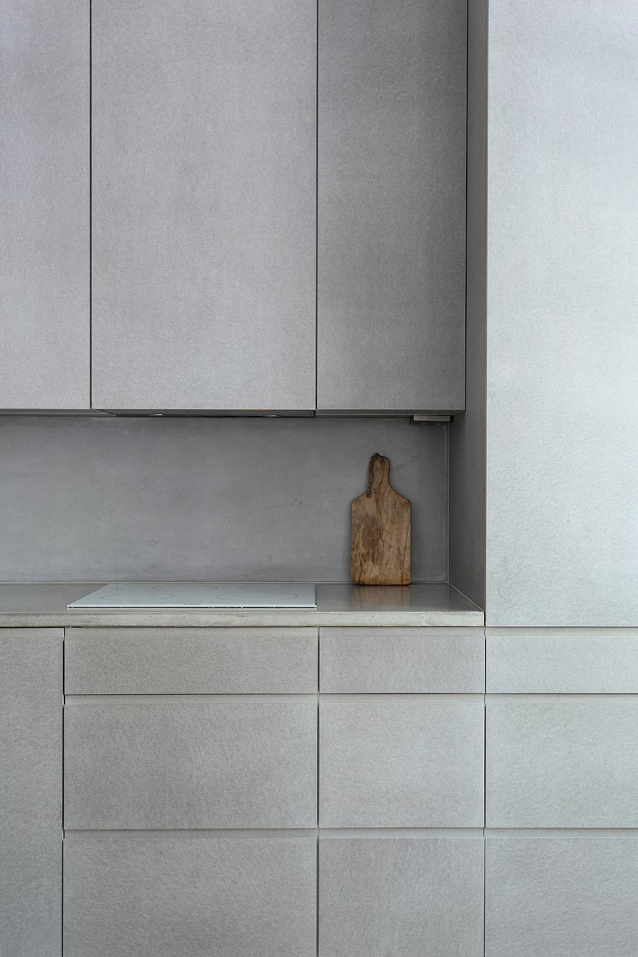 apartamento en gris y oro de richard lindvall (6)