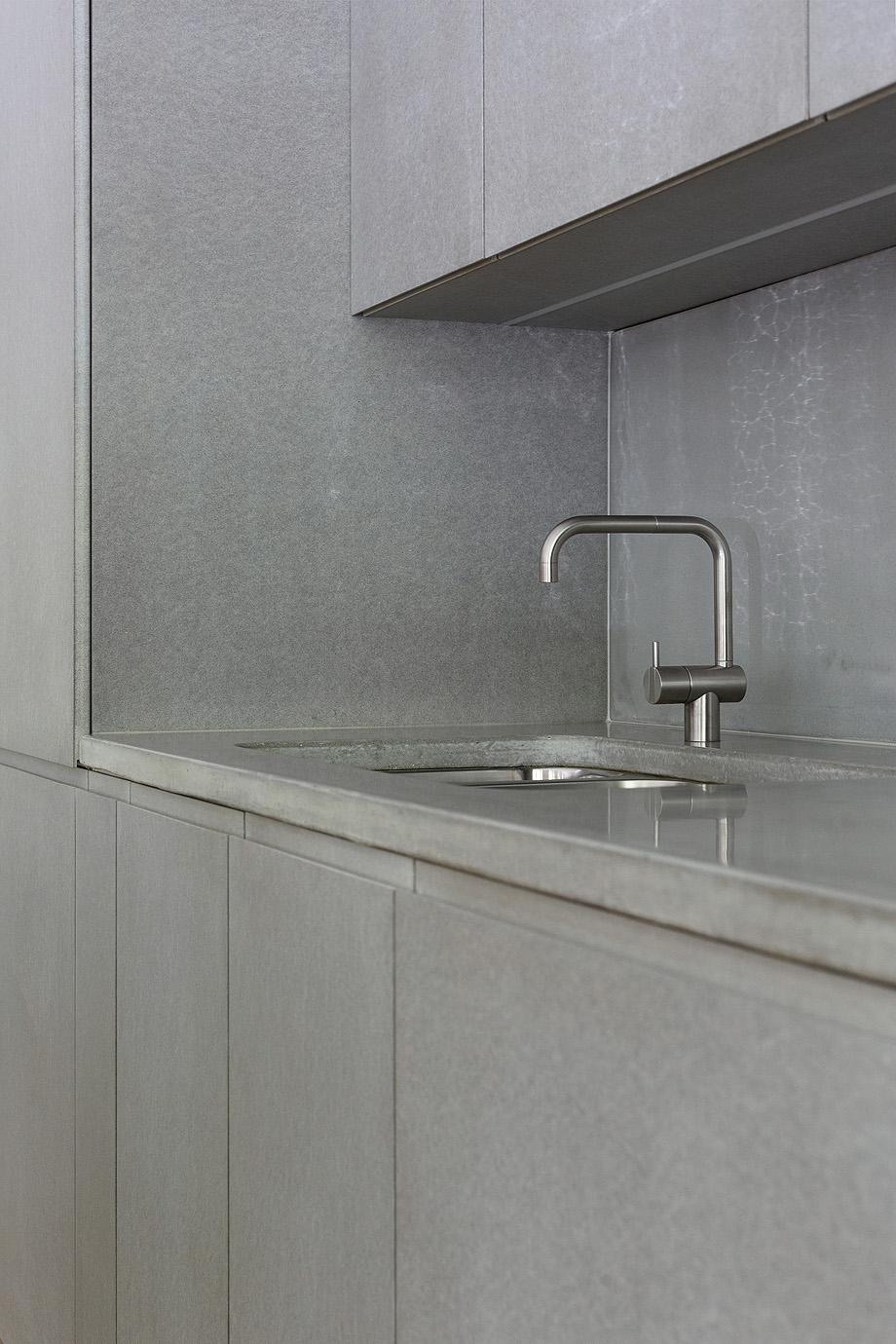 apartamento en gris y oro de richard lindvall (7)
