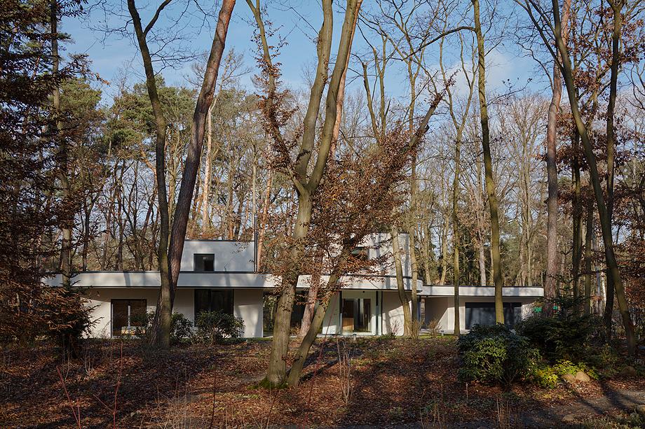 casa unifamiliar en la republica checa de mjolk architects (1)