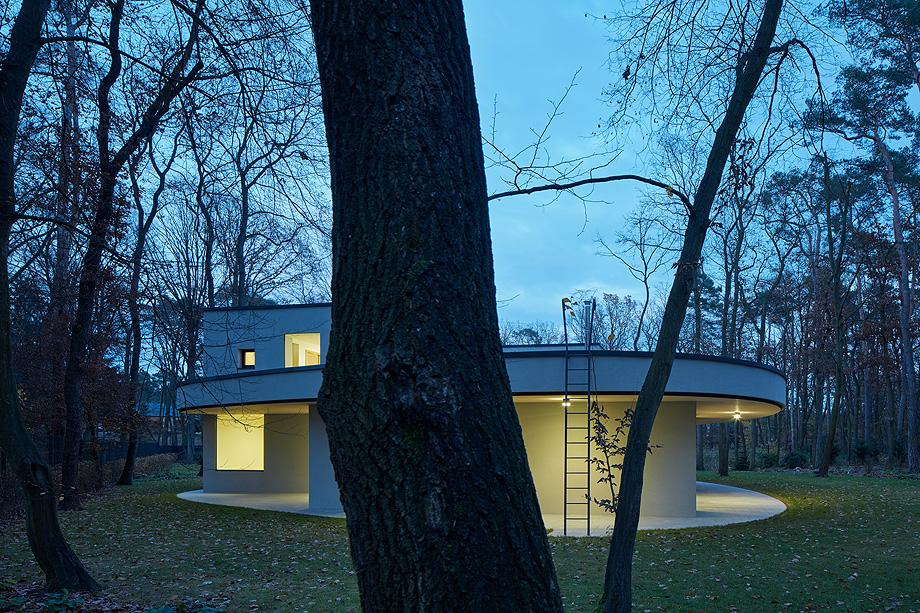 casa unifamiliar en la republica checa de mjolk architects (18)
