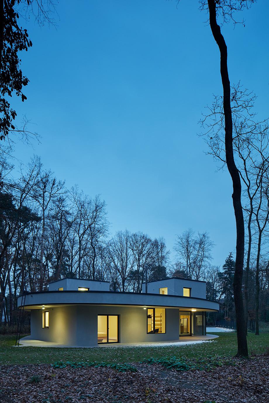 casa unifamiliar en la republica checa de mjolk architects (19)