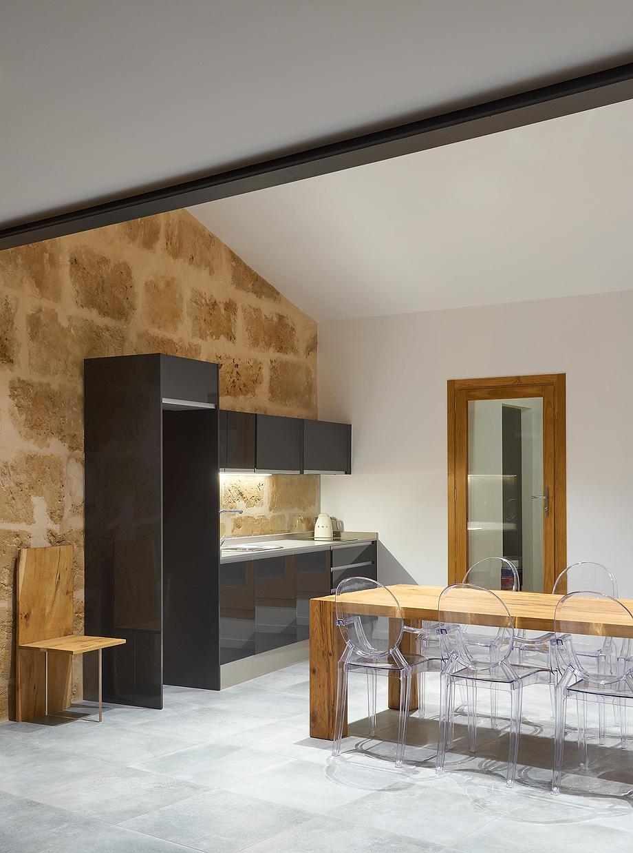 loft en el casco antiguo de alcudia por minimal studio (12)