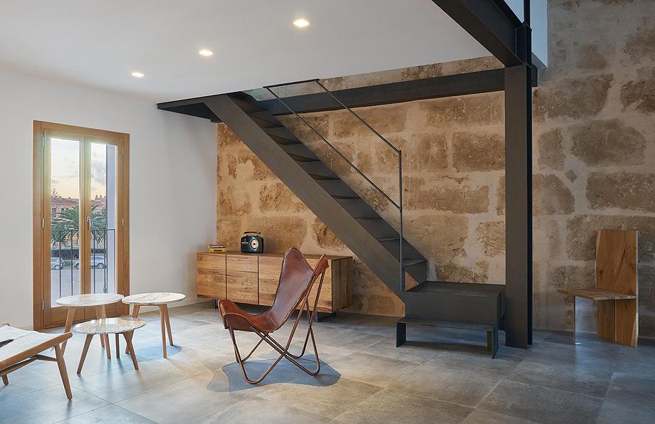 loft en el casco antiguo de alcudia por minimal studio (9)