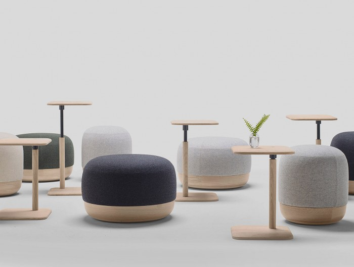 Interiores minimalistas revista online de dise o - Mesita auxiliar sofa ...