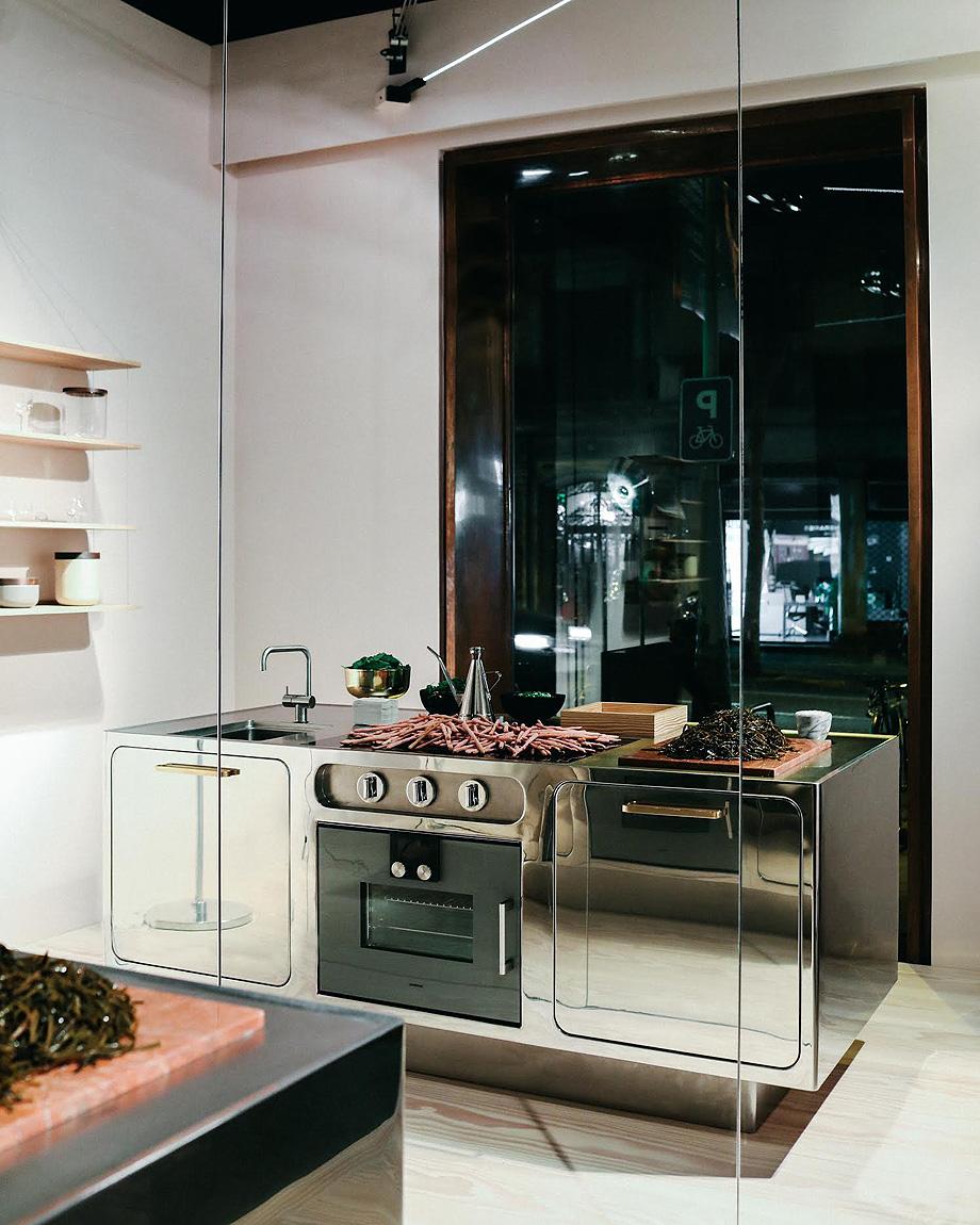exposicion della cucina a la tavola con abimis en espai ro (7)