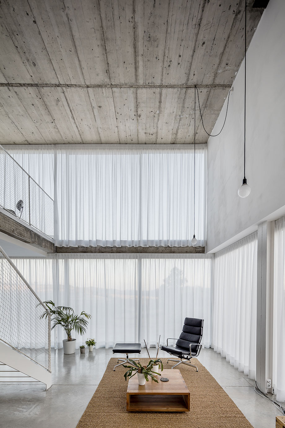 casa unifamiliar del estudio narch con cerramientos technal (3)