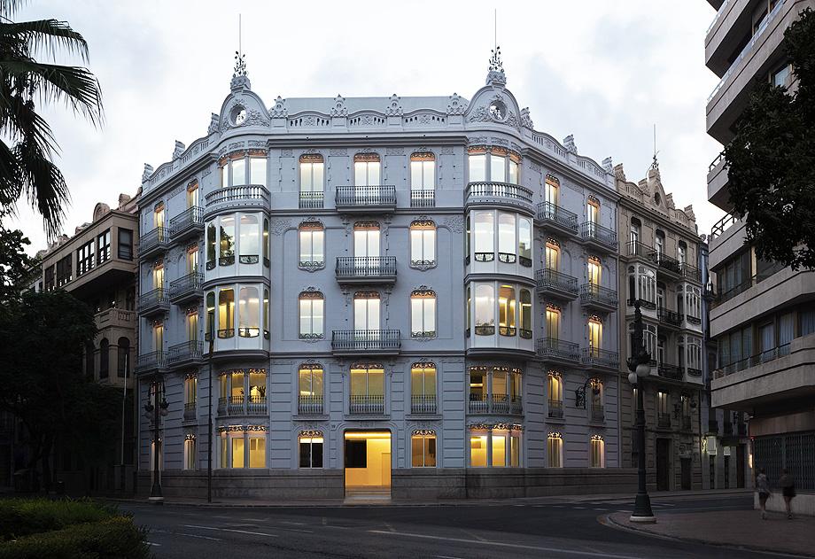 edificio de oficinas 1905 por fran silvestre y alfaro hoffman - foto diego opazo (1)