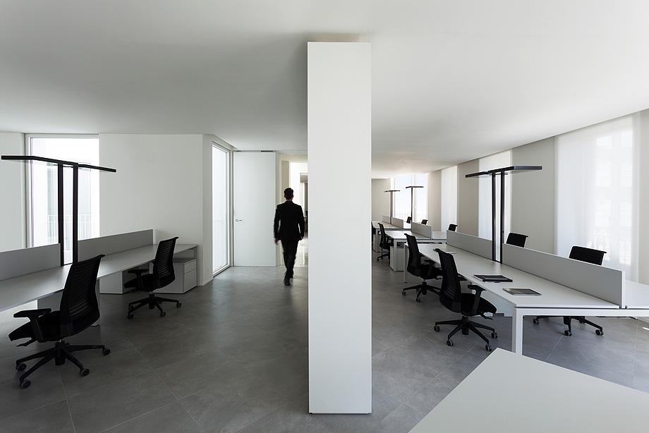 edificio de oficinas 1905 por fran silvestre y alfaro hoffman - foto diego opazo (22)