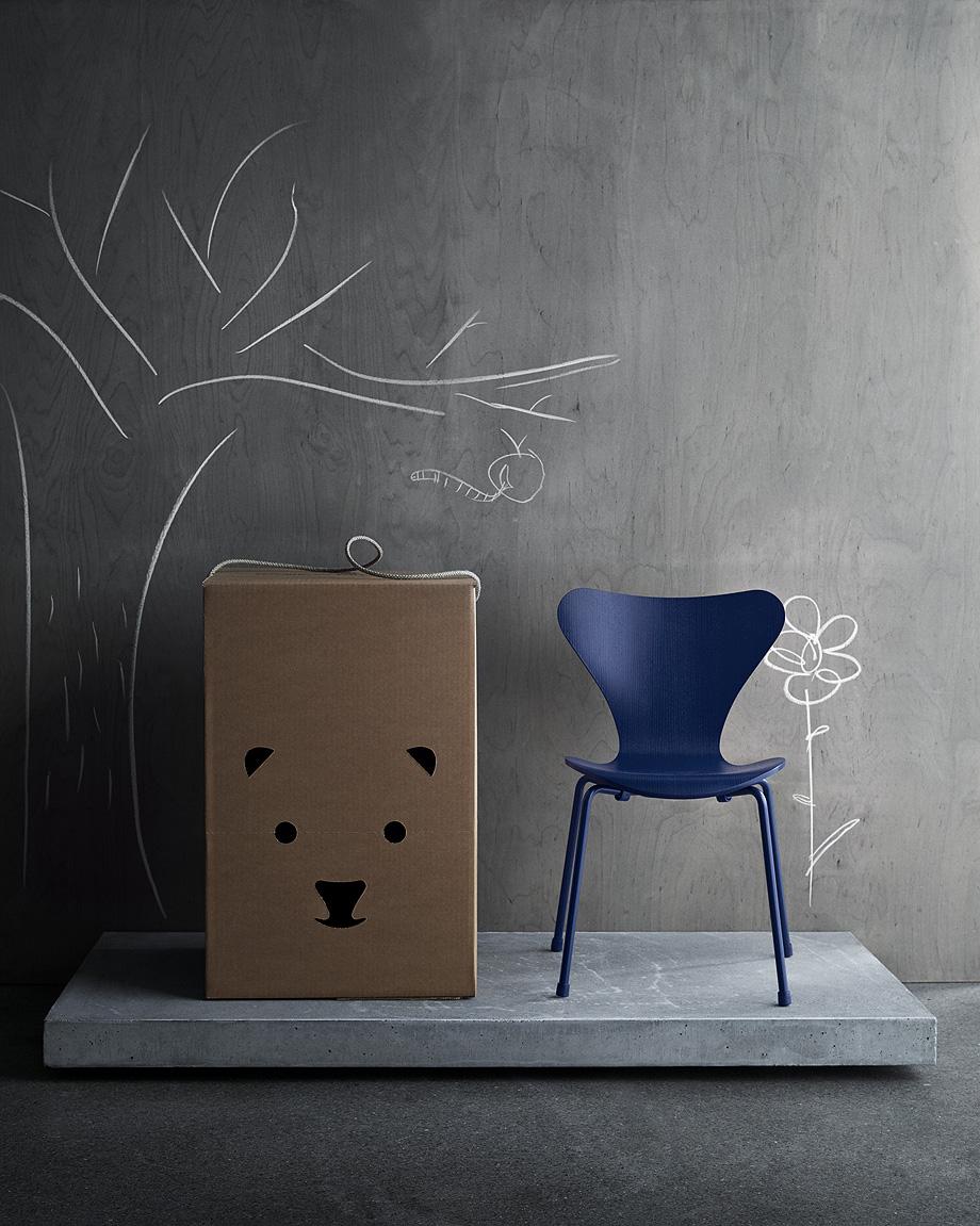 fritz hansen edita la versión infantil de la silla series 7 (1)