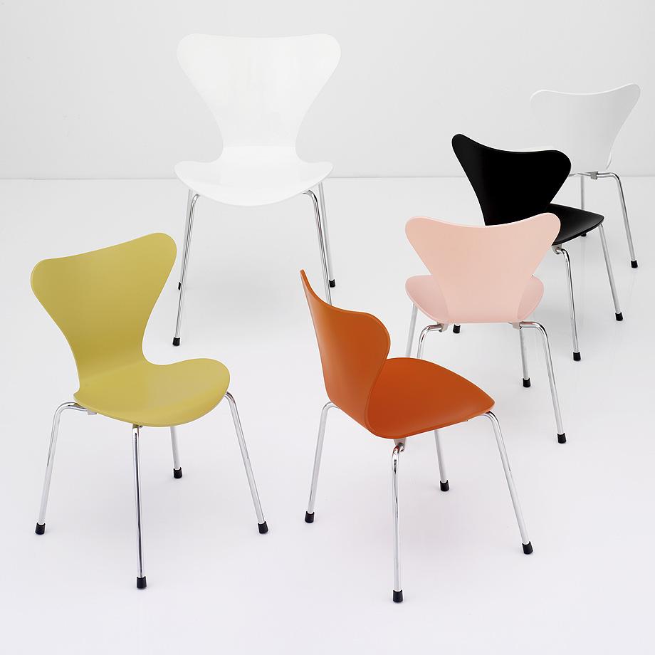 Series 7, model 3177 for children, introduced in 2005 based on Arne Jacobsen's design of 1955