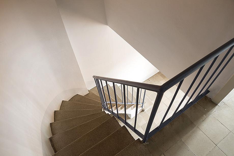 escaleras piso museo casa bloc - foto xavi padros