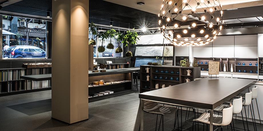vista general showroom azul acocsa barcelona 2018 (2)