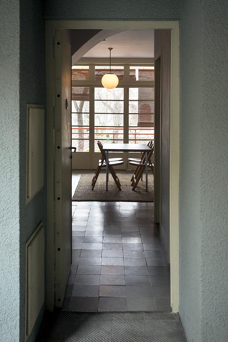 vista interior piso museo casa bloc b - foto xavi padros