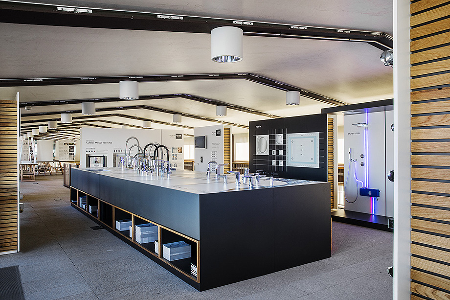 ampliacion showroom grohe en el coam (5)