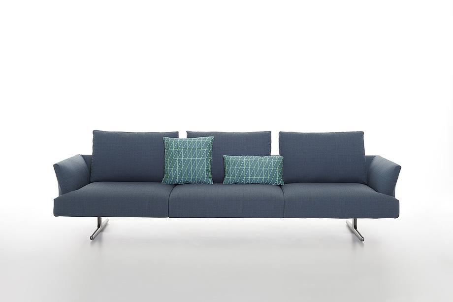 sofa hiro de damian williamson y zanotta - foto miro zagnoli (1)