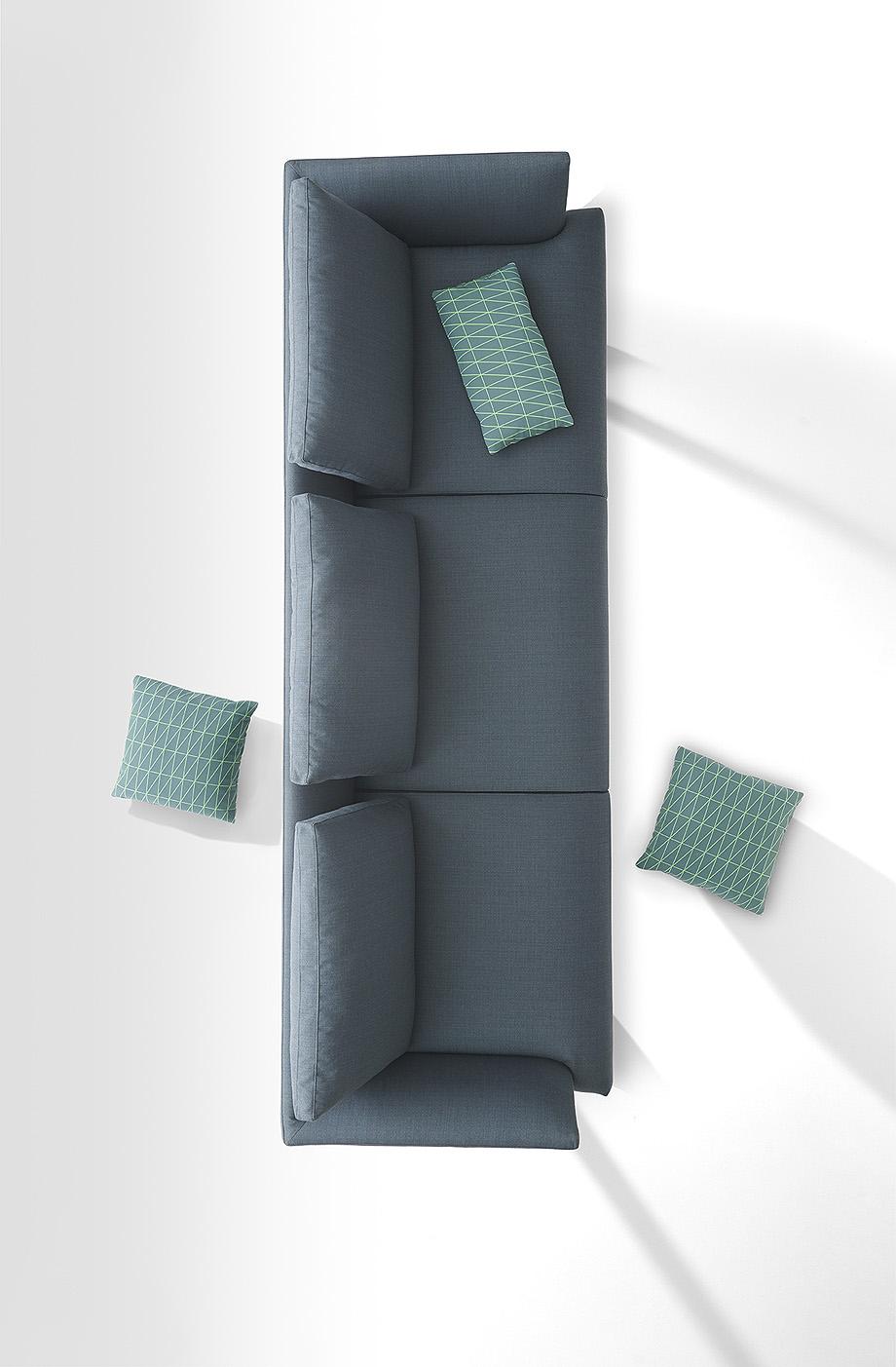 sofa hiro de damian williamson y zanotta - foto miro zagnoli (6)