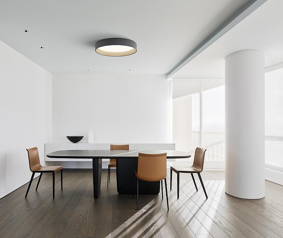 Plaf n duo de vibia un sutil toque de madera y metal for Iluminacion minimalista interiores
