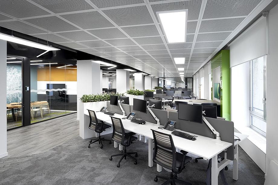 oficinas de cbre en milan con techos armstrong (1)