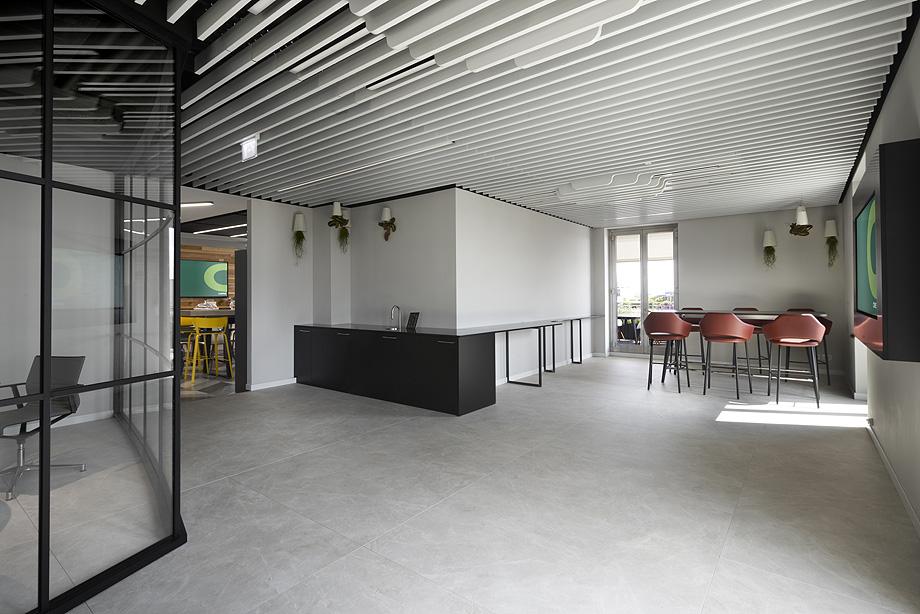 oficinas de cbre en milan con techos armstrong (9)