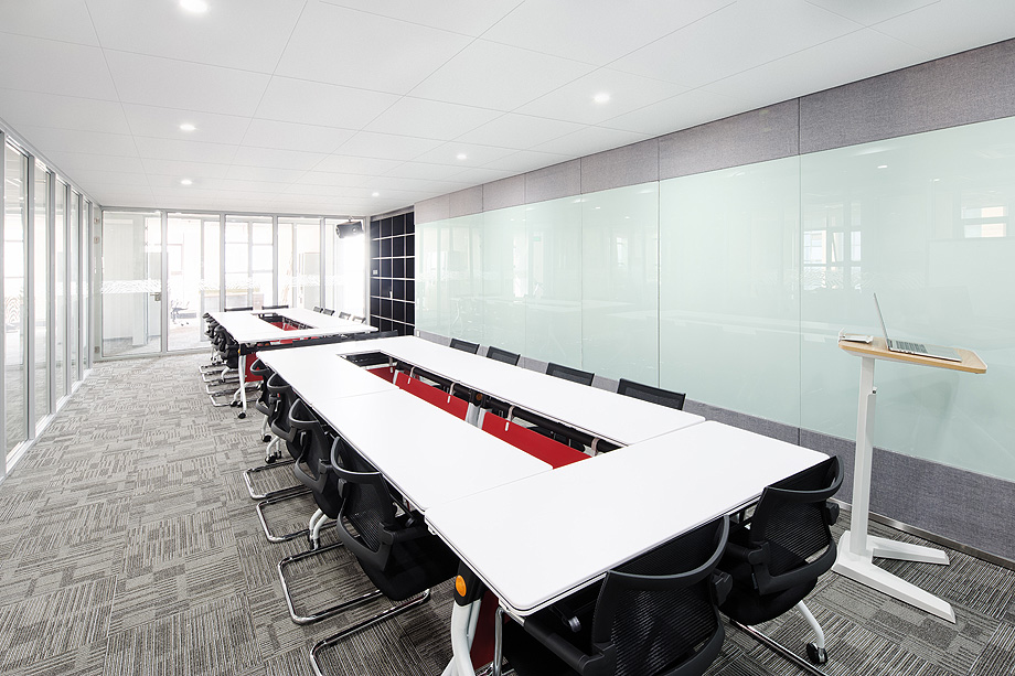 design and decoration in modern meeting room