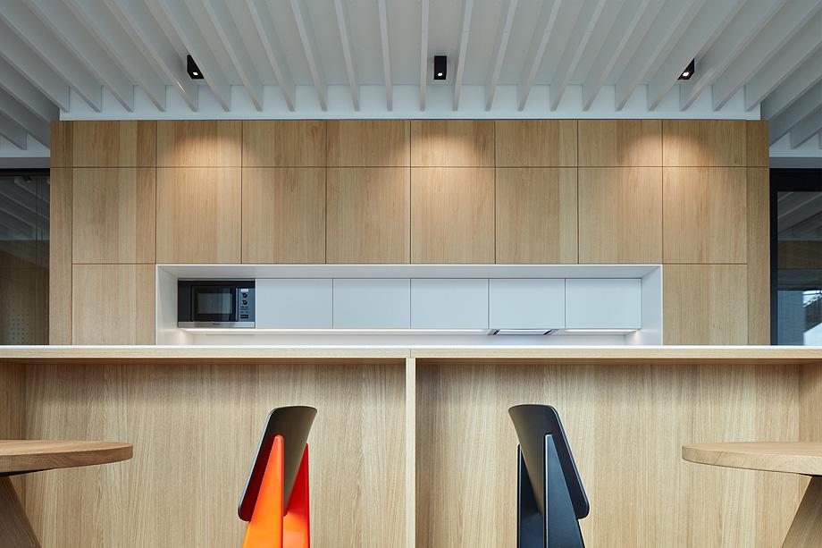 oficinas lucron de cechvala architects - foto boysplaynice (12)