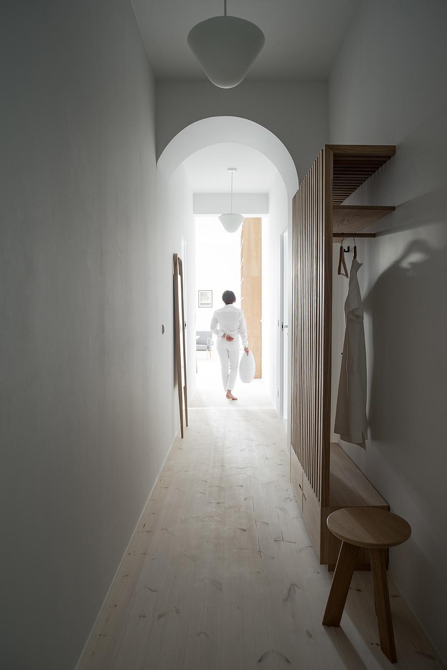 apartamento en varsovia de loft kolasinski - foto joel hauck (1)