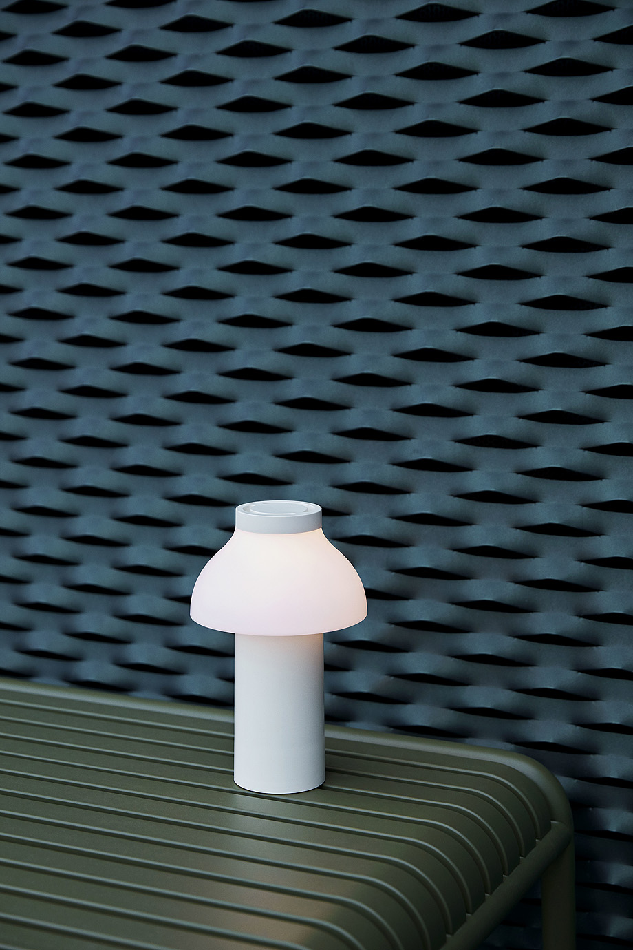 luminaria portable de pierre charpin y hay (1)