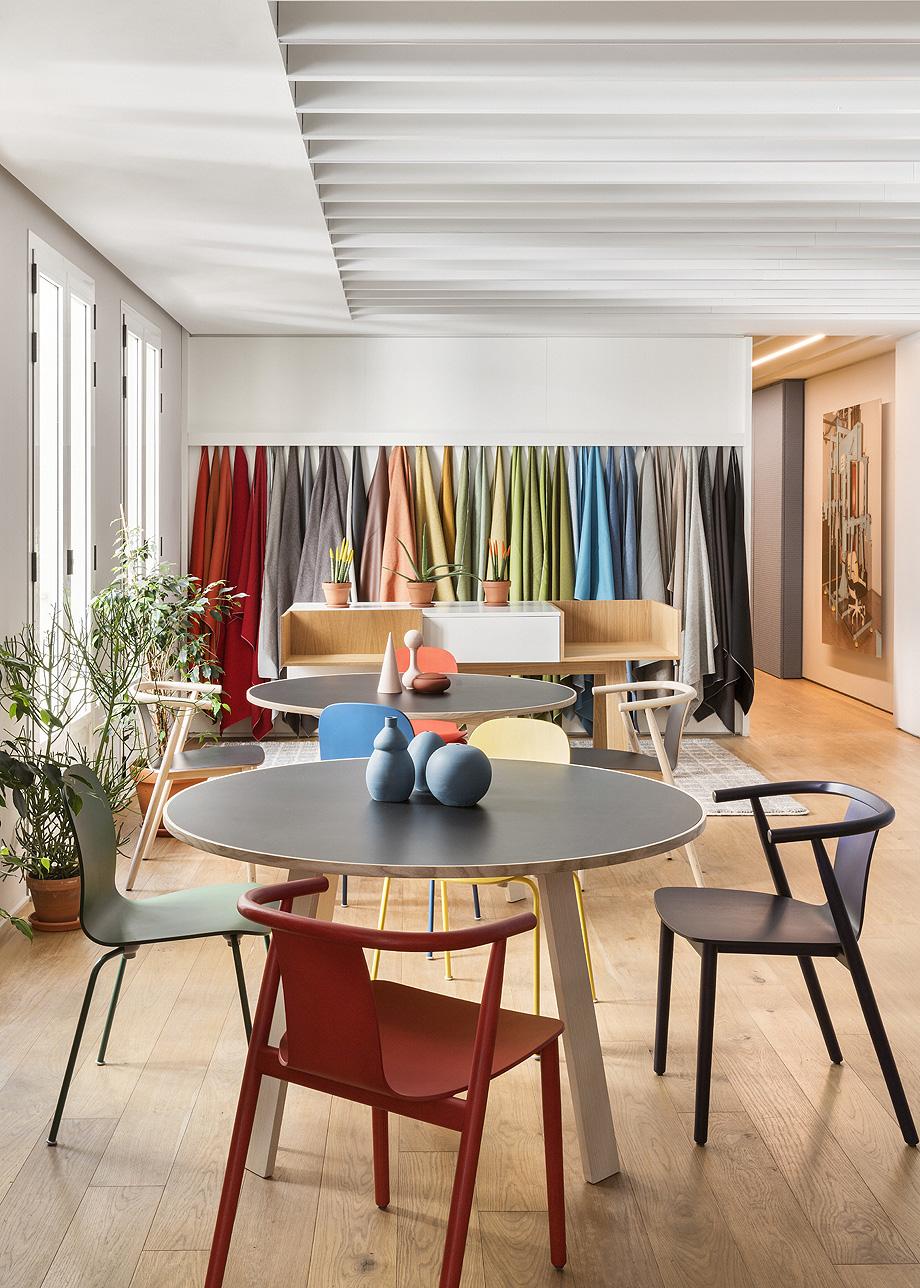 patricia urquiola diseña el nuevo showroom de haworth en madrid - foto manolo yllera (2)