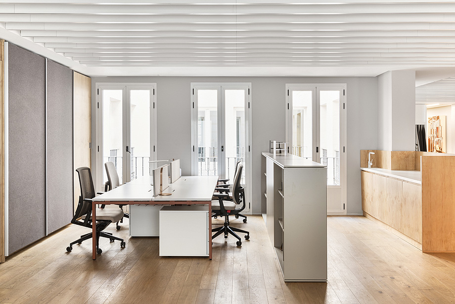 patricia urquiola diseña el nuevo showroom de haworth en madrid - foto manolo yllera (9)