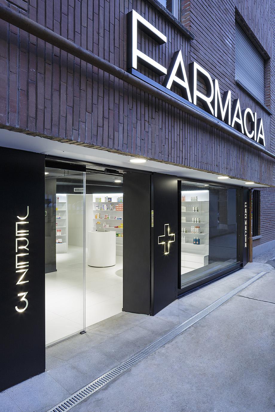 farmacia j3 de ciria alvarez arquitectos - foto fernando andres (11)