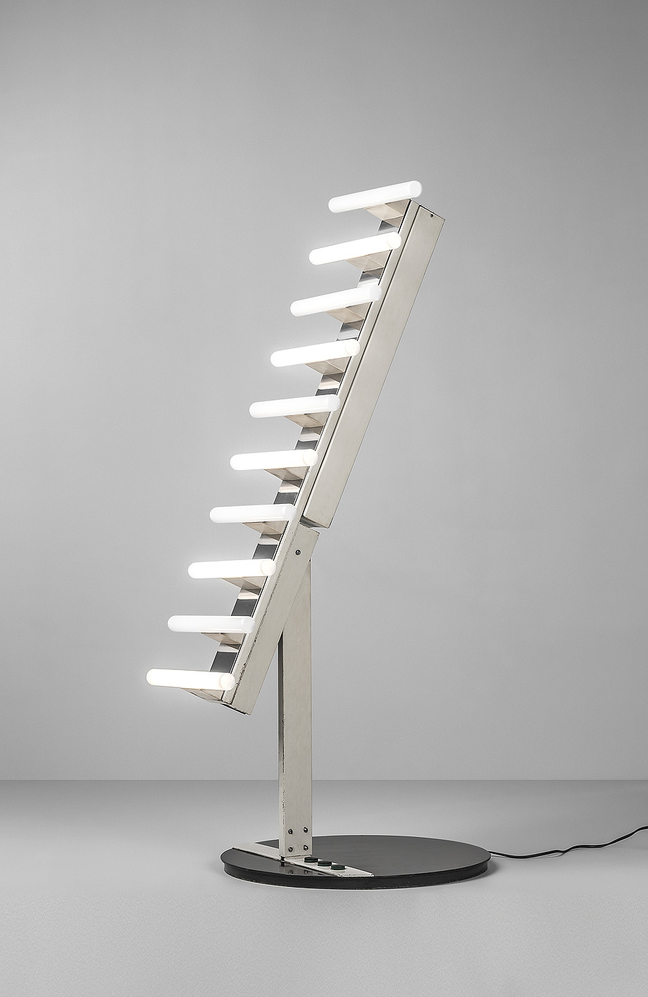 2. Lámpara de pie Alfama (1976), de Estudio IDP (Interiors Disseny Pau, 1973-1983)