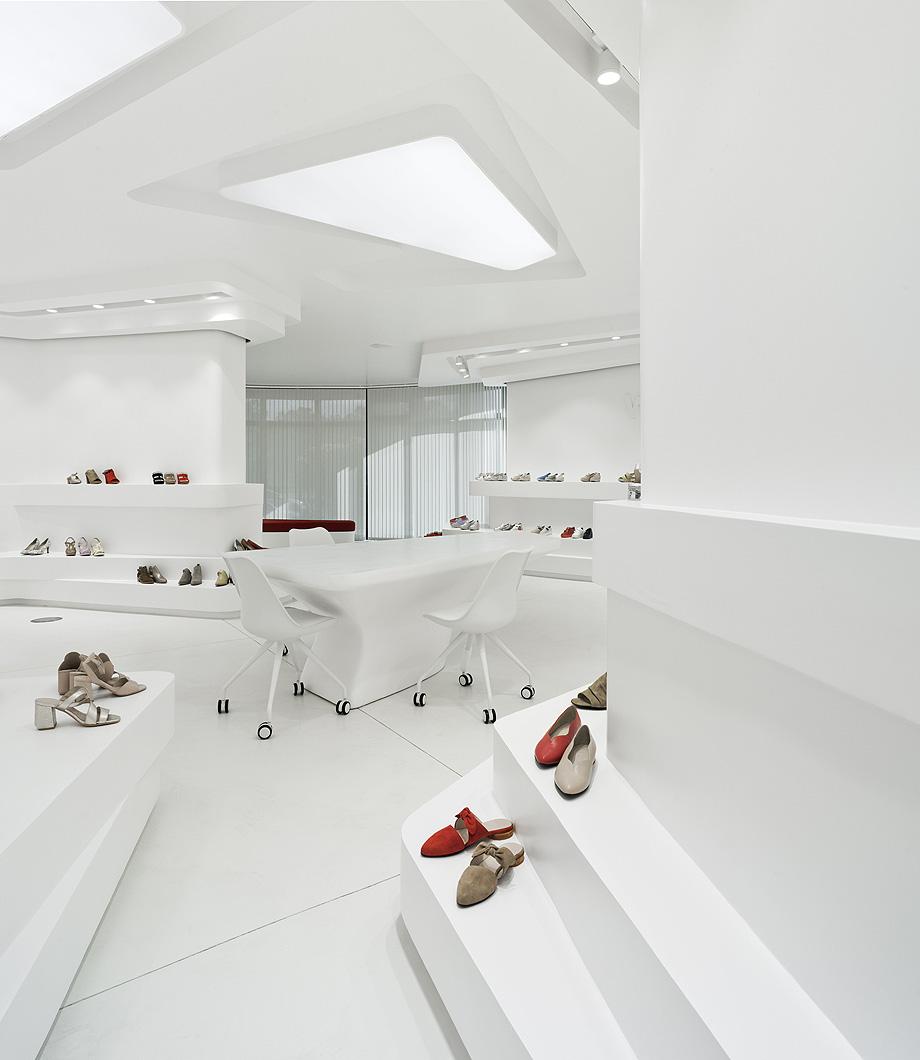 Show Room para fábrica de zapatps Wonders.
