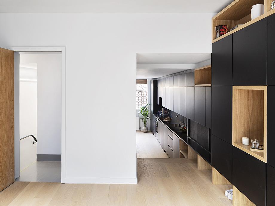edificio convertido en apartamentos de mata architects - foto ollie hammick (1)