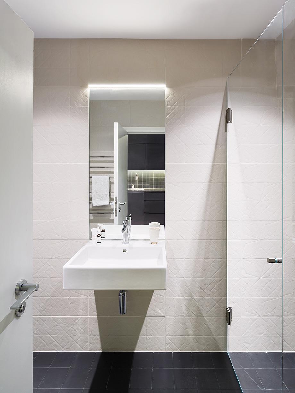 edificio convertido en apartamentos de mata architects - foto ollie hammick (11)