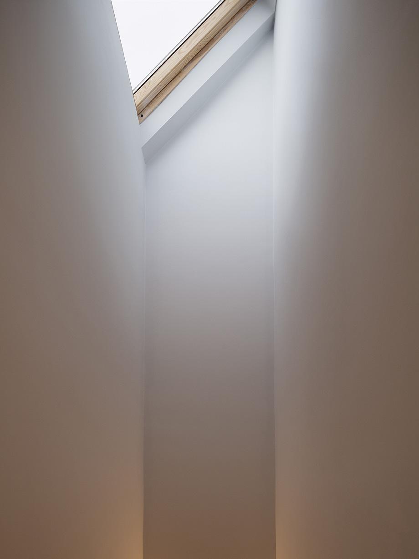 edificio convertido en apartamentos de mata architects - foto ollie hammick (9)