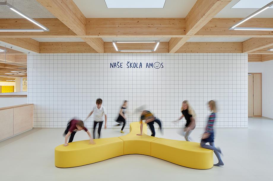 escuela de primaria de soa architekti - foto boysplaynice (2)