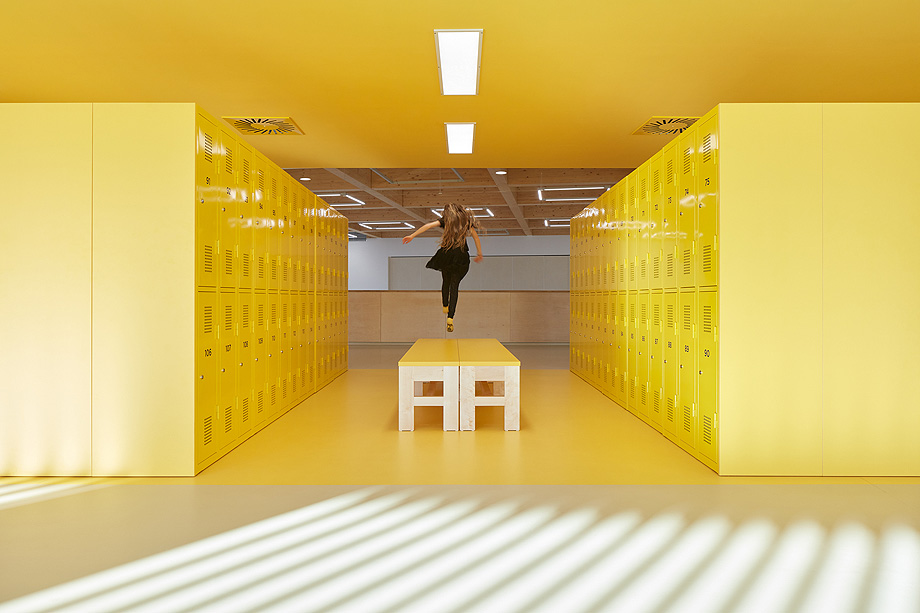 escuela de primaria de soa architekti - foto boysplaynice (3)