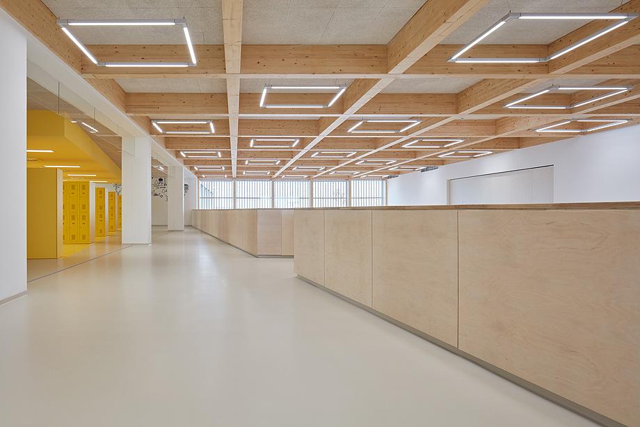 escuela de primaria de soa architekti - foto boysplaynice (5)
