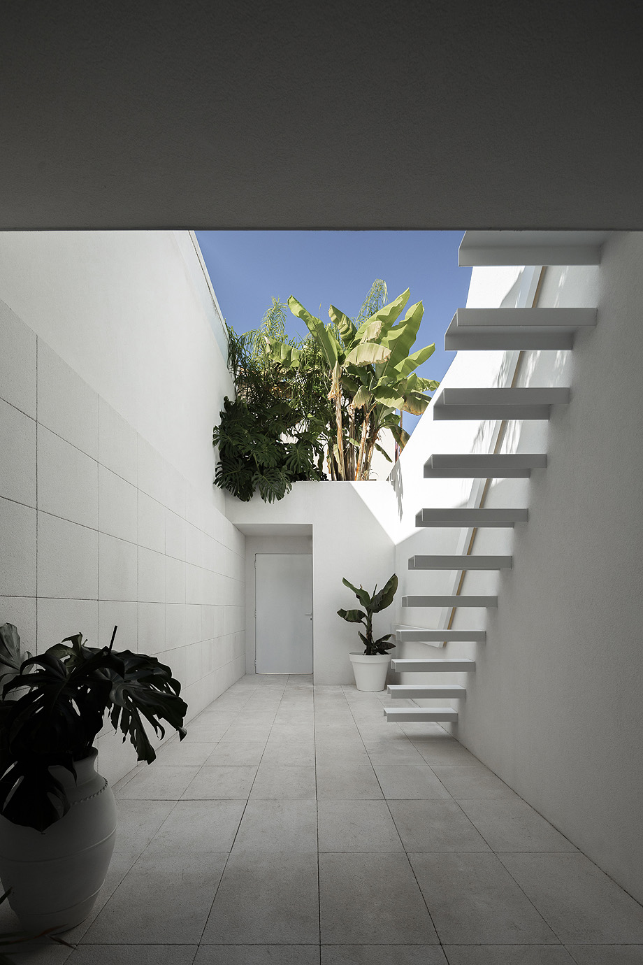 Casa Beira Mar em Aveiro do atelier de arquitetura Paulo Martins Arquitecto com fotografia de arquitetura Ivo Tavares Studio