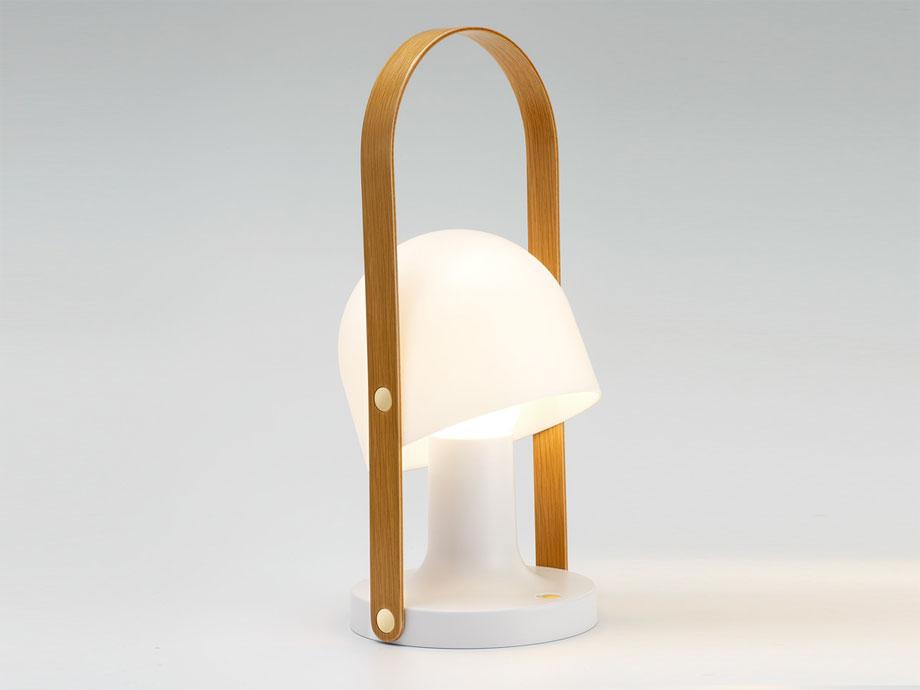 1. lampara portatil follow me de inma bermudez para marset