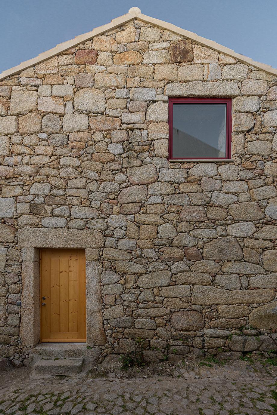 casa rural en portugal de hbg architects (18) - foto ricardo oliveira alves
