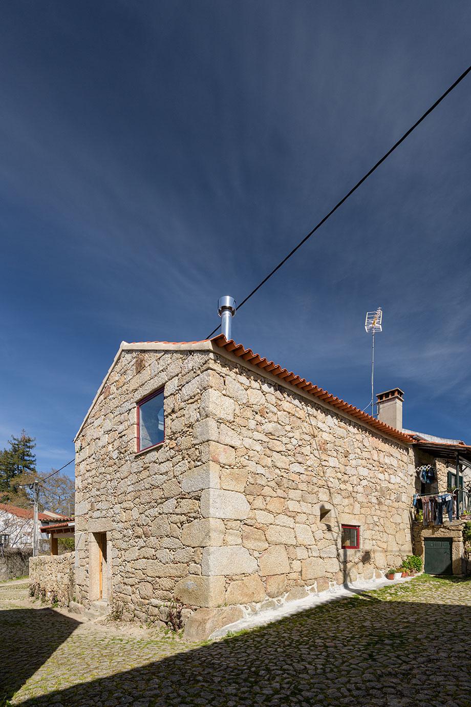 casa rural en portugal de hbg architects (19) - foto ricardo oliveira alves