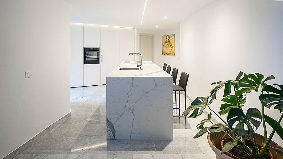 cocina blanca en sevilla de cocinel-la (10) - foto juanca lagares