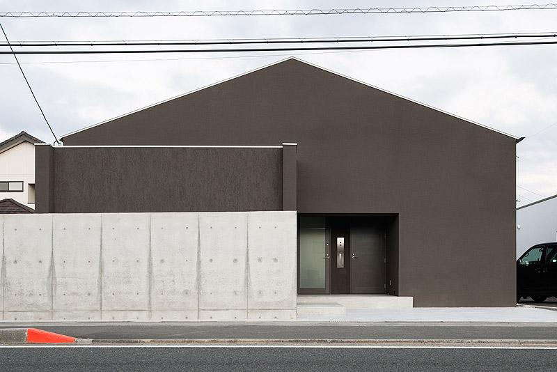 casa unifamiliar con tejado a dos aguas de form kouichi kimura (2) - foto takumi ota