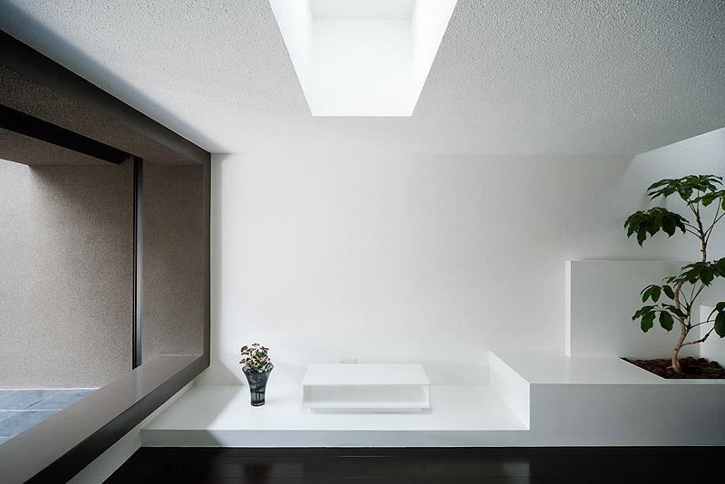 casa unifamiliar con tejado a dos aguas de form kouichi kimura (8) - foto takumi ota