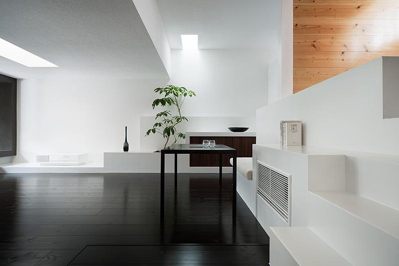 casa unifamiliar con tejado a dos aguas de form kouichi kimura (9) - foto takumi ota
